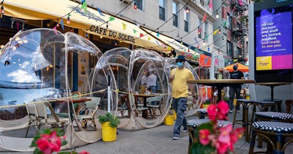 NYC restaurant installs 'space bubbles' for outdoor dining